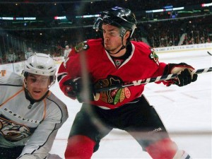 Niklas Hjalmarsson is staying in Chicago