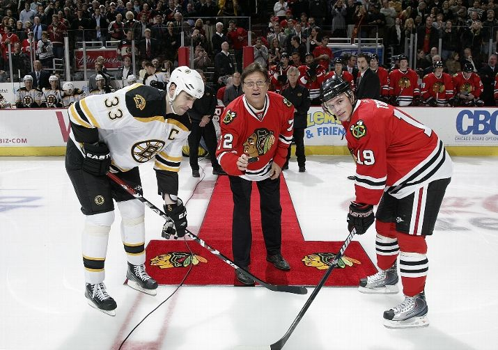 Former Boston and Chicago Sox catcher Carlton Fisk dropped the puck Friday night.